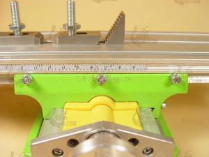 подвижная линейка, которую можно позиционировать относительно зажатой заготовки: Стол двухкоординатный для станков 330*95 мм SKRAB 25502