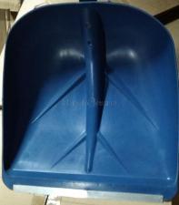 Лопата снеговая глубокая синяя 400х380х1440 мм SKRAB 28094 - оригинальное фото ковша с металлическим кантом (пластиной)